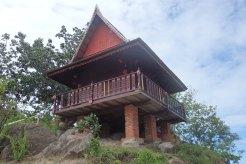 Templo junto a playa Freedom