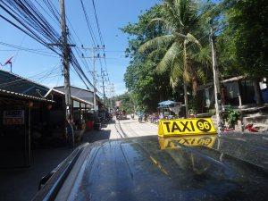 Taxi llegando a playa Sairee