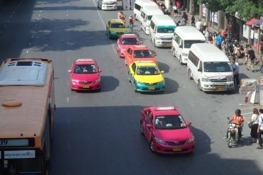 Taxis de todos los colores.