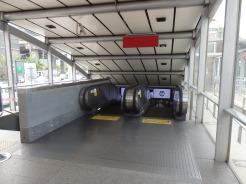 Acceso a parada metro de Phetchaburi