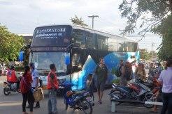 Autobus de la compañia Lomprayah
