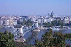 Vista del Puente de las Cadenas, desde el Palacio Real de Buda