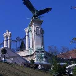 Estatua de Turul, Palacio Real de Buda