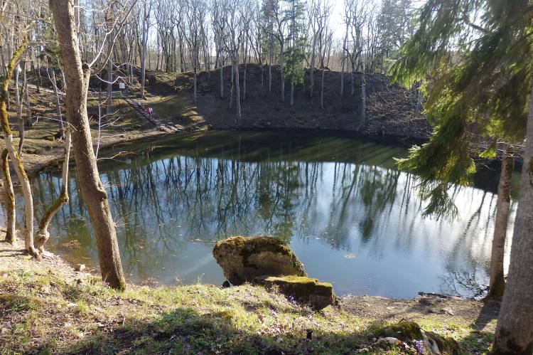 Kaali meteorite crates